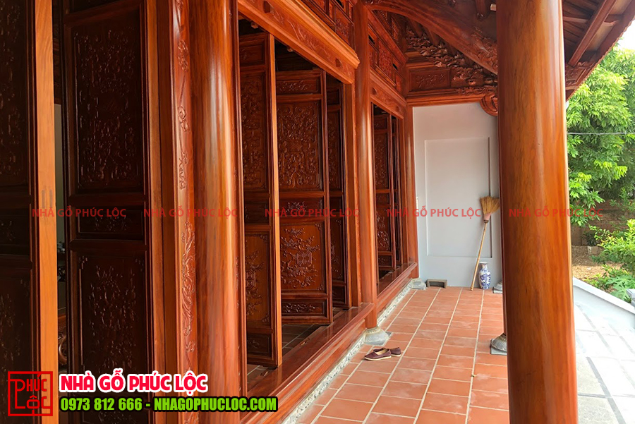 Hiên của nhà gỗ lim 3 gian 18 cột tại Hải Dương