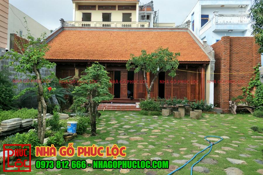 Tổng thể căn nhà gỗ 3 gian cổ truyền