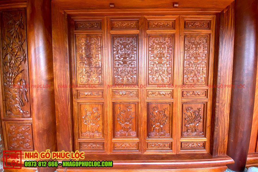 Cửa bức bàn của nhà gỗ cổ truyền