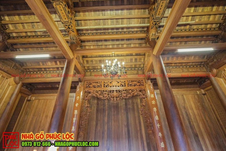Gian chính giữa của nhà gỗ
